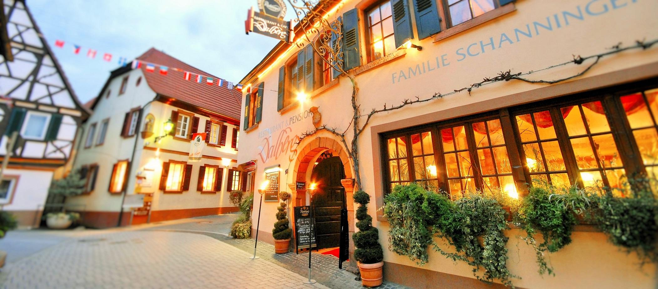 hotel-Restaurant-Dalberg-Frontansicht-mitten-in-St-Martin-an-der-weinstraße